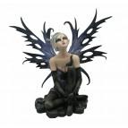 Figurine de fée gothique «Vaiana», fée géante enchaînée à la corneille