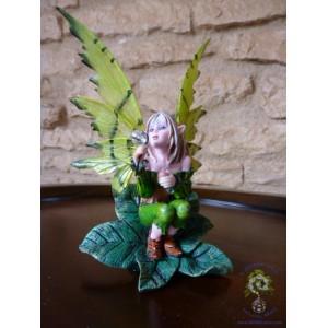 «Oxana», fée du printemps, une figurine des «Fées rêveuses»