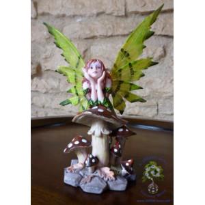 « Xénia », fée de l'été, une figurine des «Fées rêveuses»