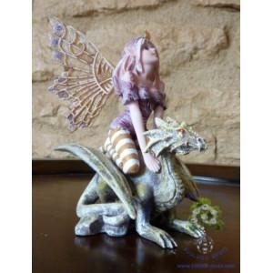 Régina, reine des fées des saisons, une figurine des Fées rêveuses