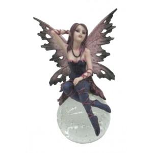 Figurine Fée violette, belle figurine d'une fée en résine sur boule de verre