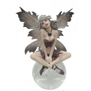 Figurine fée à la chouette, figurine d'une fée sur boule de verre