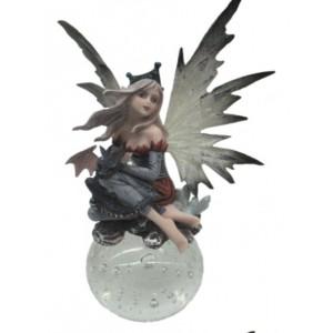 Figurine reine des fées et son bébé dragon, figurine d'une fée sur boule de verre