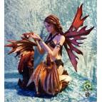 Figurine de fée géante avec deux bébés dragons