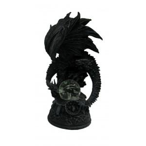 Figurine de dragon lumineux perché sur un rocher