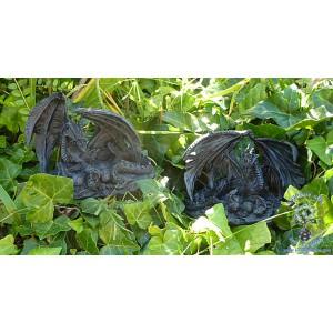 2 figurines d'une mère dragon veillant sur son nid