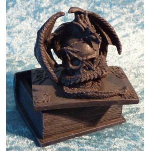 Boite dragon sur un crâne