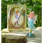 Fée miniature bleue et son papillon féerique
