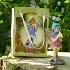 Fée miniature rose et son oiseau