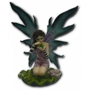 Petite figurine fée et grenouille ailée