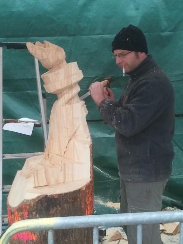Le sculpteur poursuit sont oeuvre