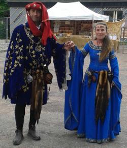 Le roi et la reine venus rendre visite au festival médiéval