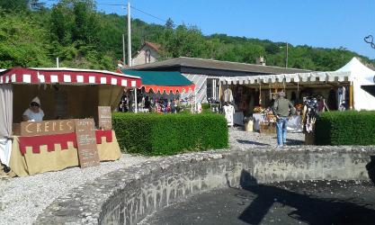 Stands et échoppes du marché médiéval