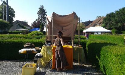 Préparatifs au marché médiéval du Festival Les Lithaniennes