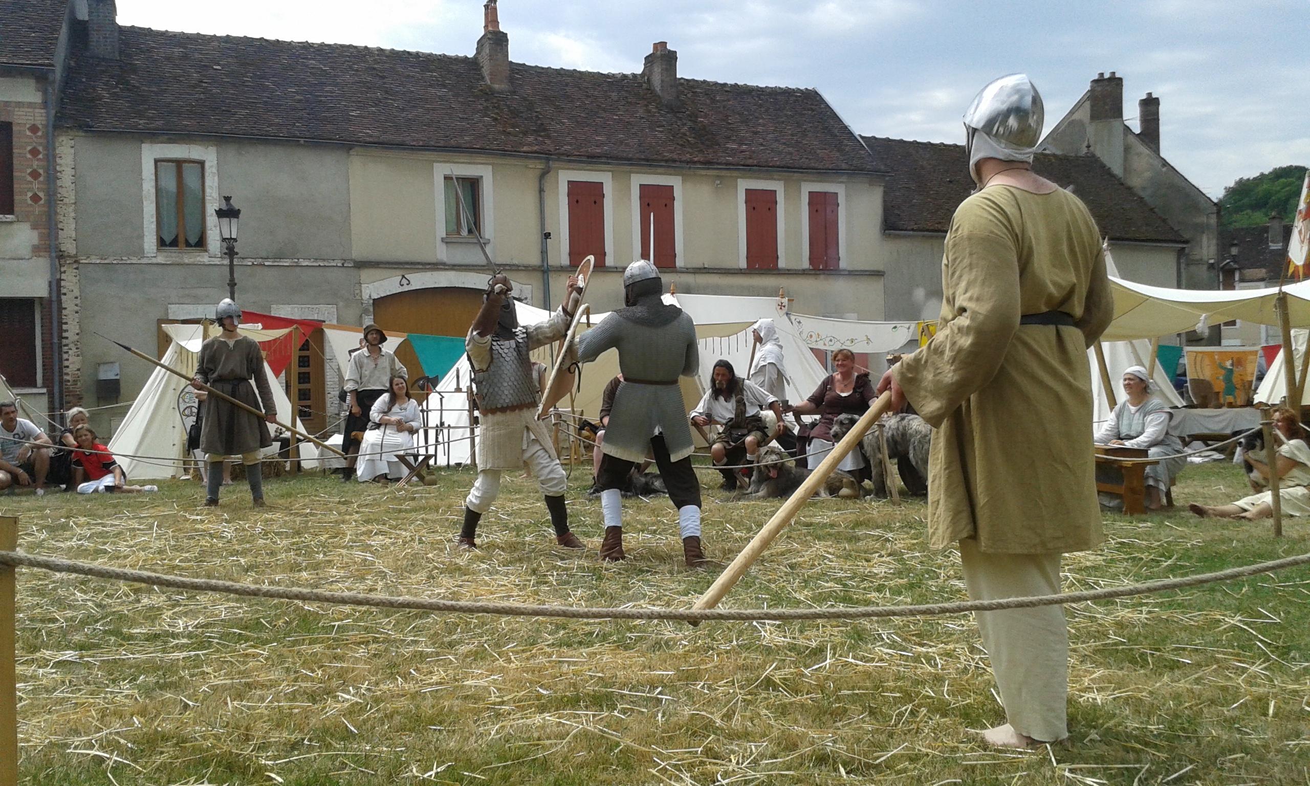 Combattant médiévaux à Cerisiers
