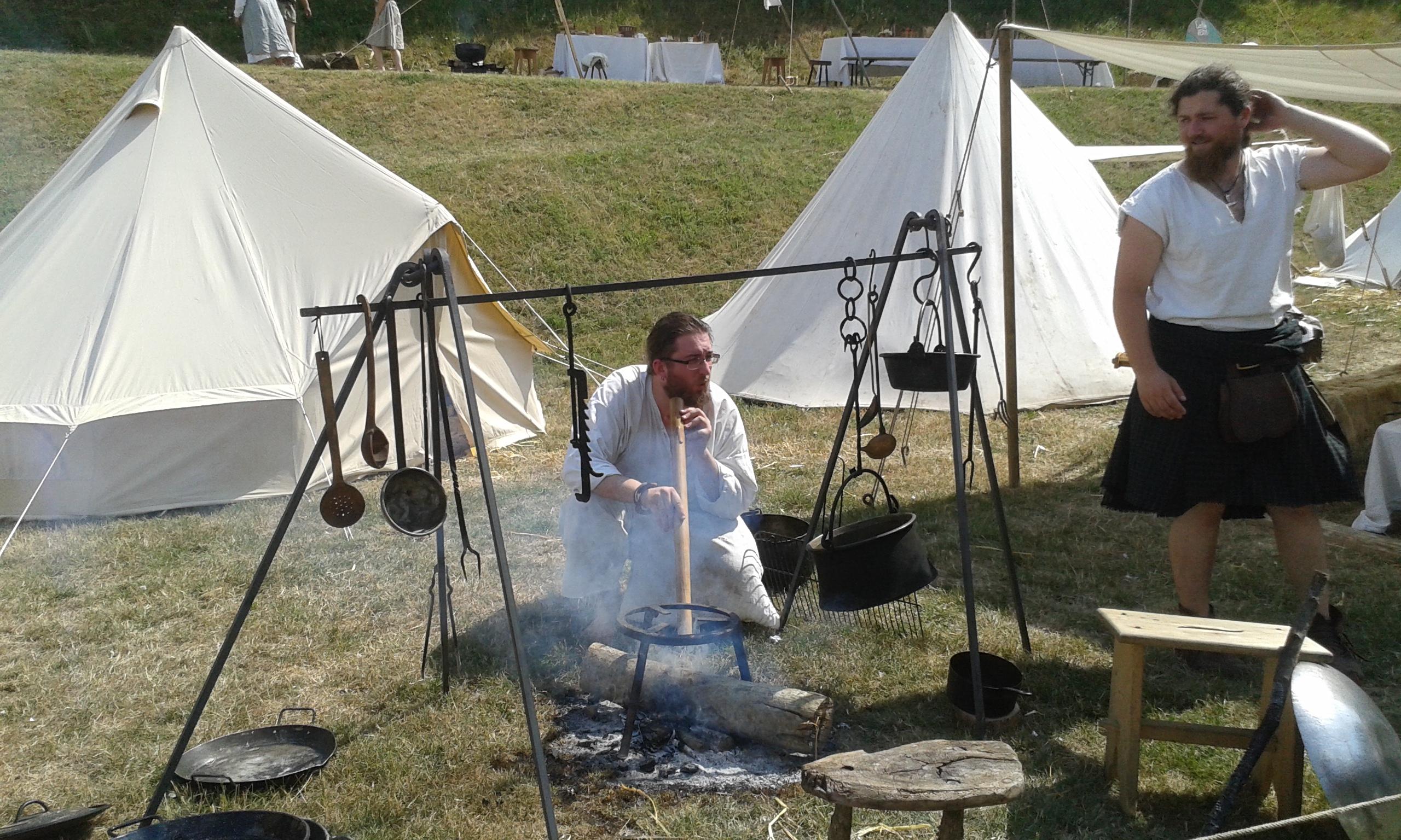 Préparation d'un repas médiéval