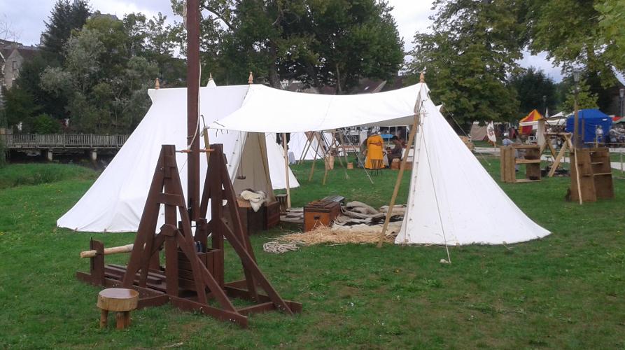 Trébuchet installé sur le campement des Croisés de Mediolano